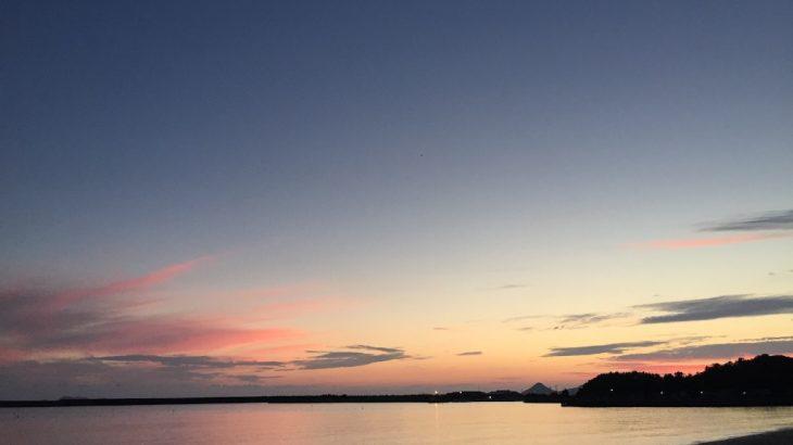 信号もない小さな田舎街で見た、夏の海の夕焼け:山口県下関市