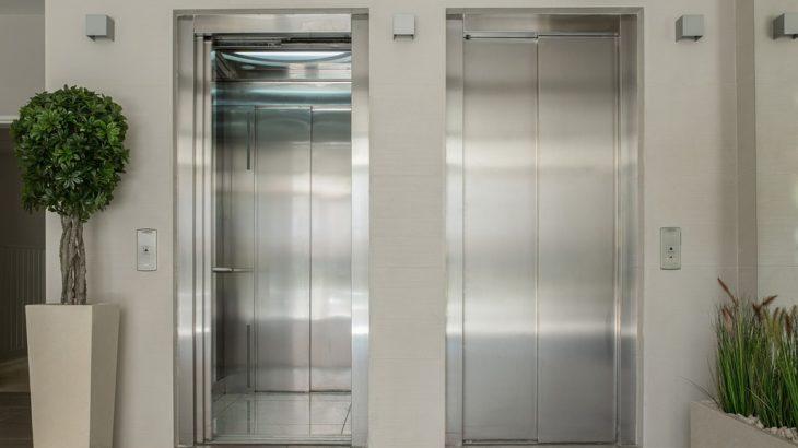 自宅マンションエレベーターの隙間にカギを落とした時の対処法と料金